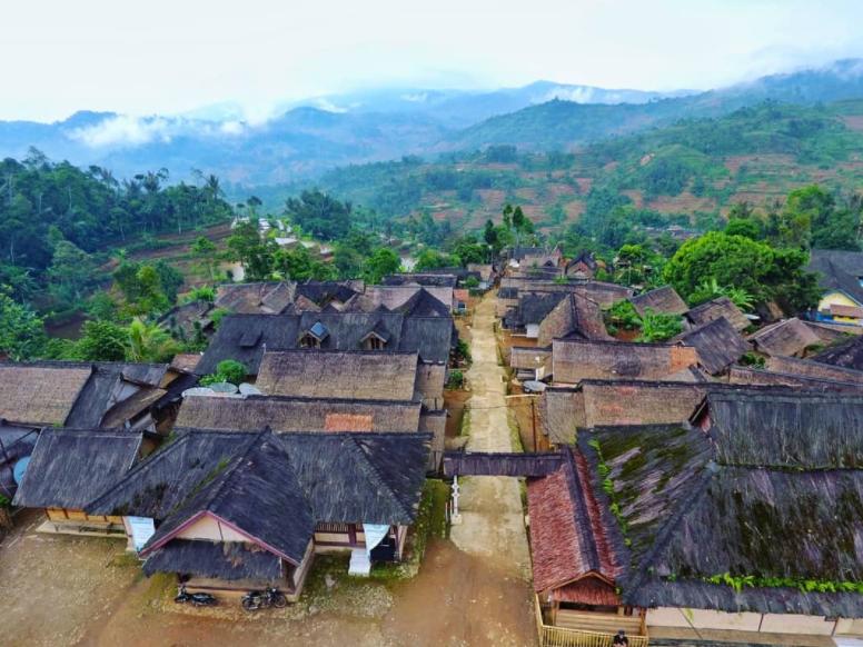 tempat wisata di sukabumi kampung ciptagelar