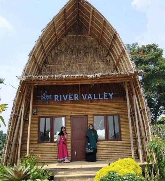 spot foto river valley